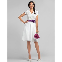 Knee-length White Bridesmaid Dresses V-neck Cap Seleeves Short Chiffon Formal Gowns With Purple Flower